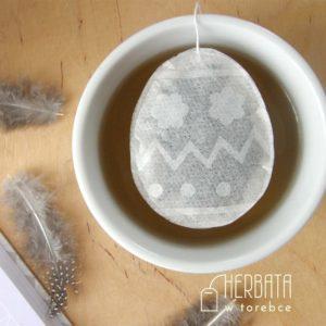 Herbatka w torebce w kształcie pisanki